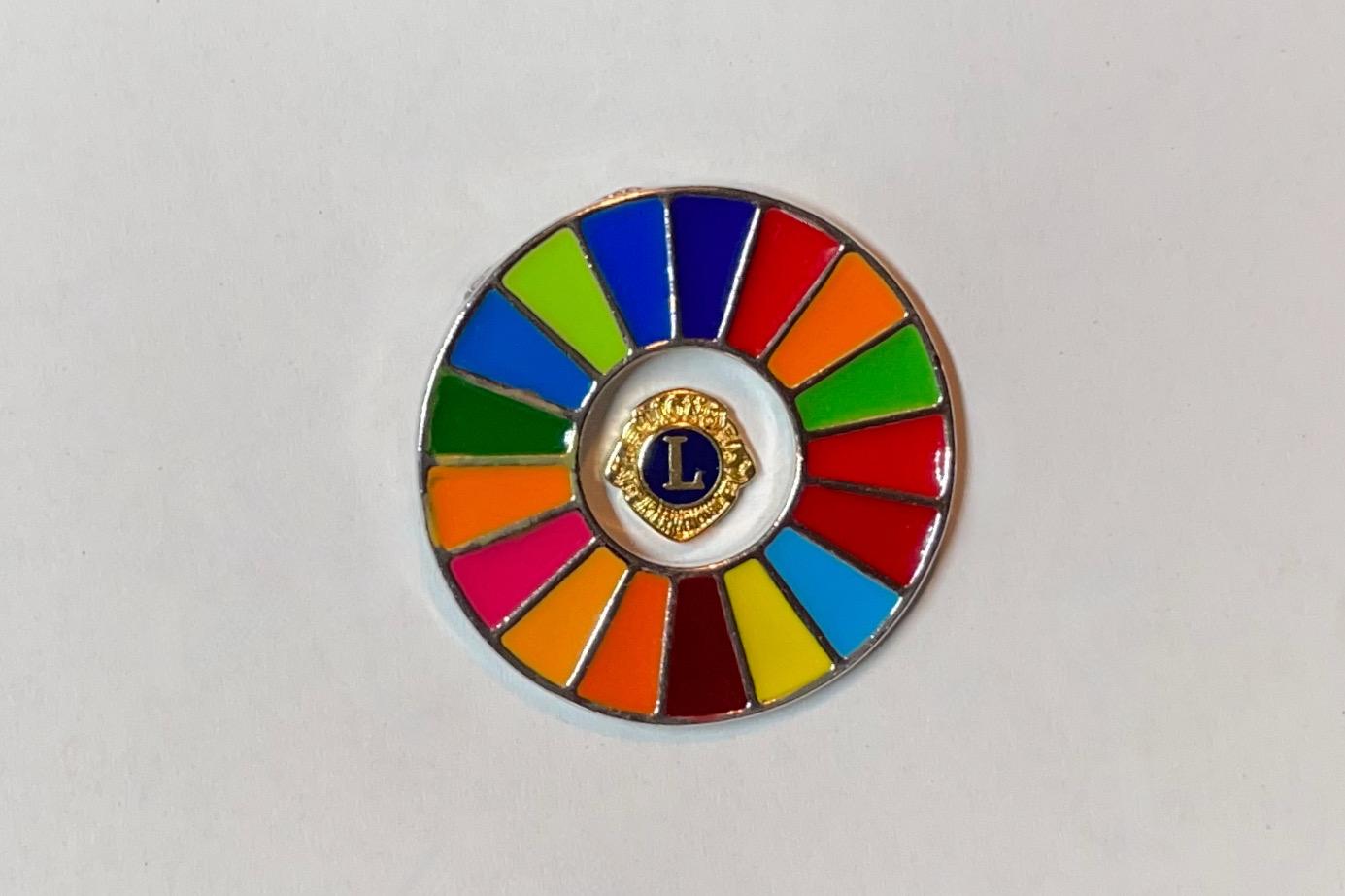 Der kleine Lions-Pin wird vom 17 Ziele Pin umschlossen